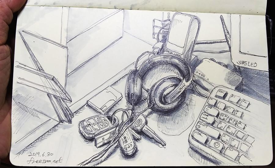 책상 위의 헤드폰