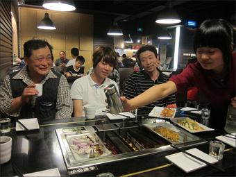 알싸한 고량주 향에 취하다(왼쪽부터 남희일 선생님, 김주홍, 김대성 선생님)
