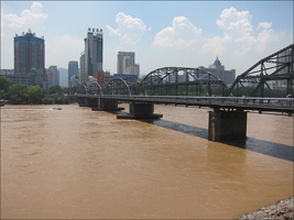 란저우를 흐르는 황하와 황하제일교(중산교)