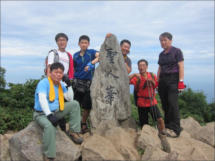 성인봉(984m)에서
