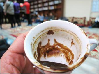 커피잔 속에 그려진 카파도키아