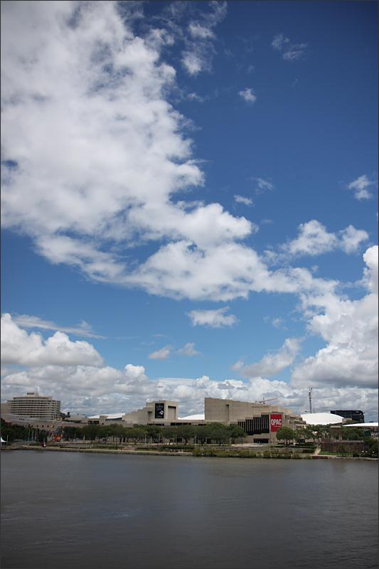 멀리 보이는 퀸즐랜드 박물관 & 미술관