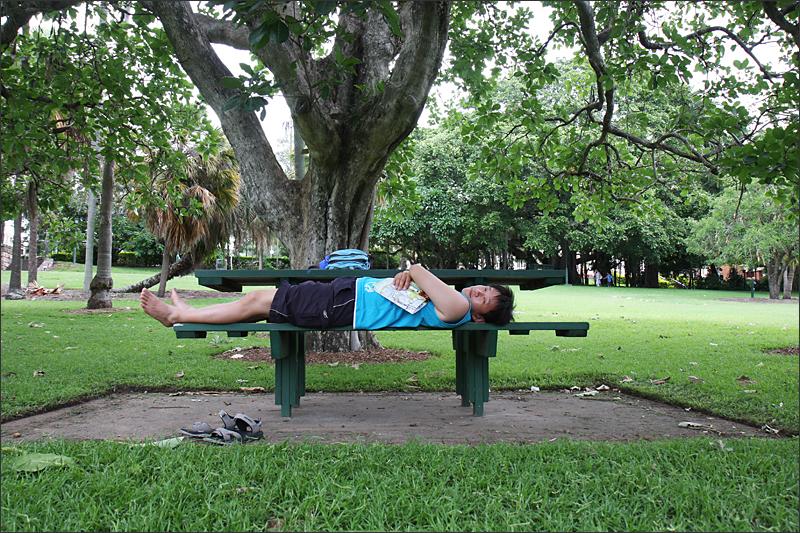 공원에서 휴식중...