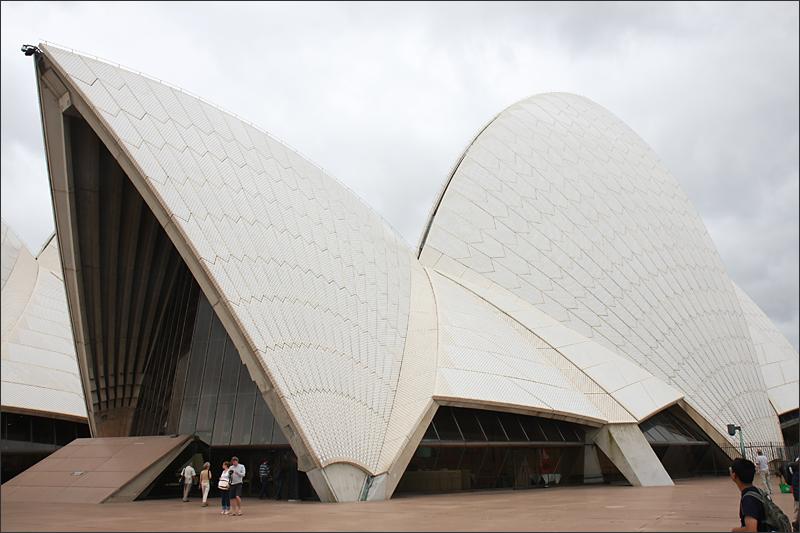 조개껍질이 연상되는 오페라하우스