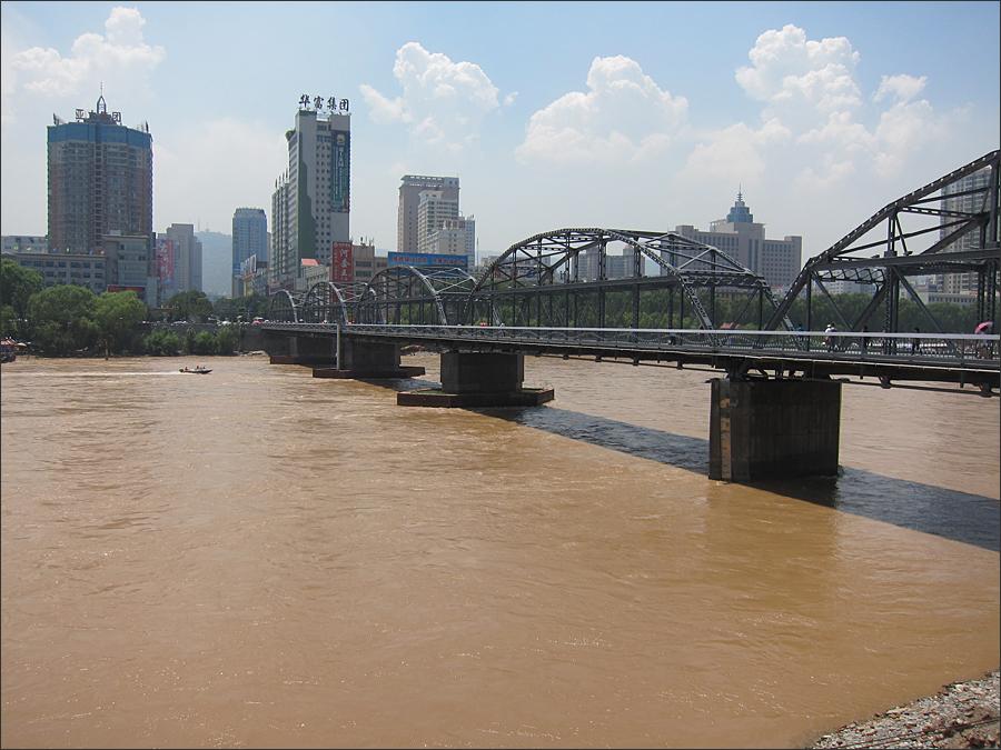 란저우를 흐르는 황하와 황하제일교