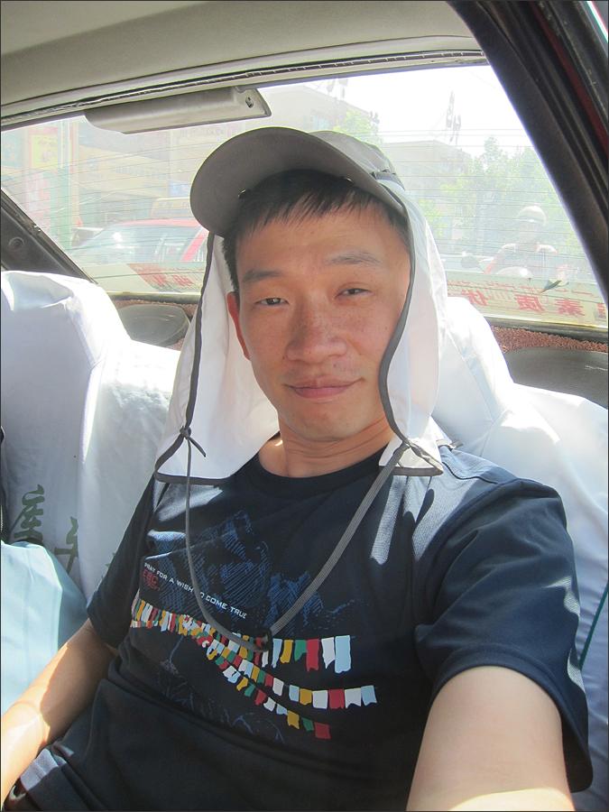 천산신비대협곡으로 가는 택시에서