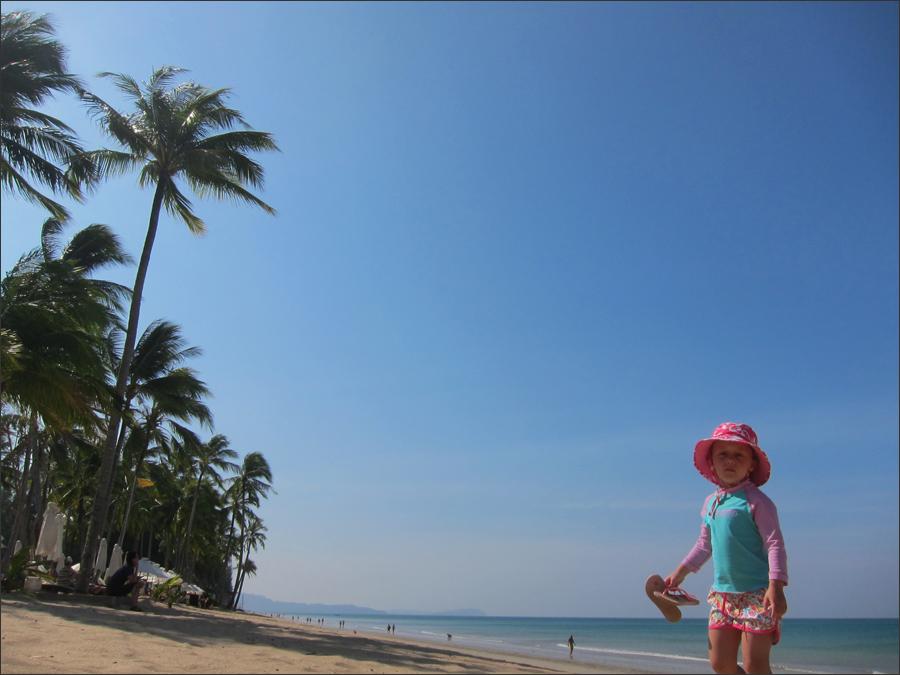 해변에서 마주친 꼬마
