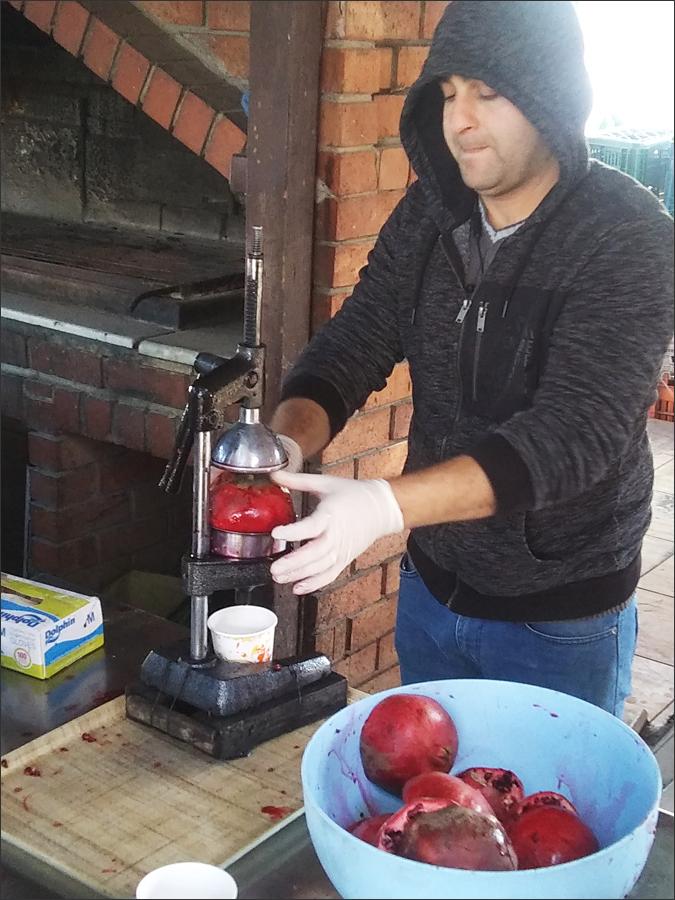 즉석에서 만들어 먹는 석류 주스