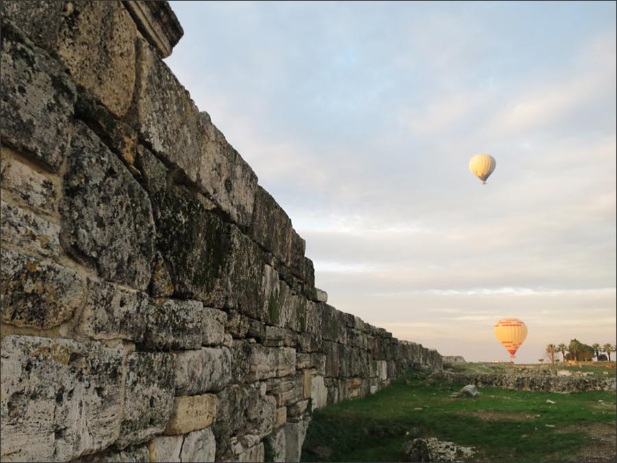 히에라폴리스를 둘러싼 성벽