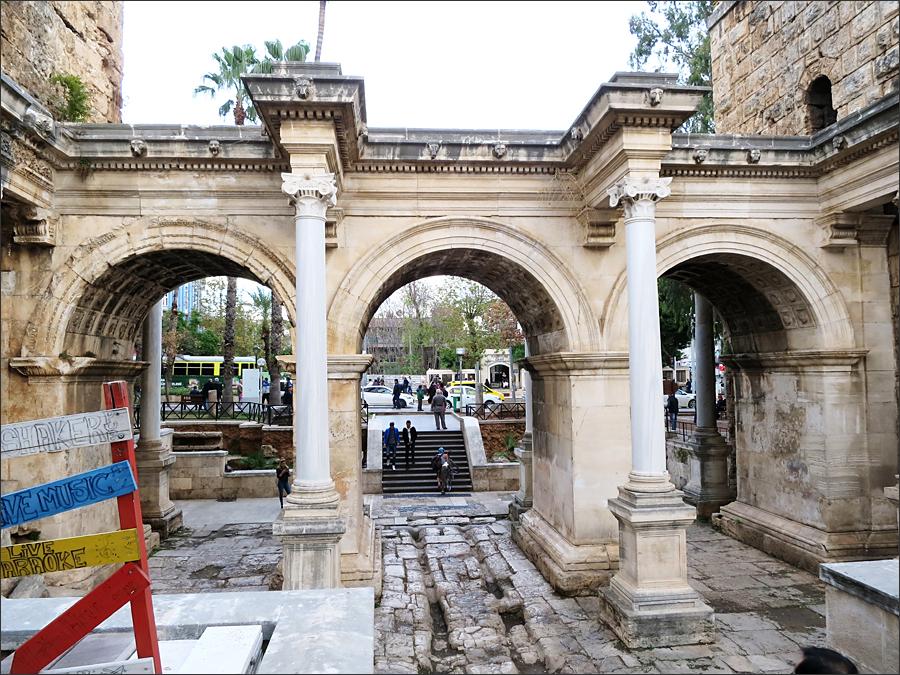 하드리아누스 문