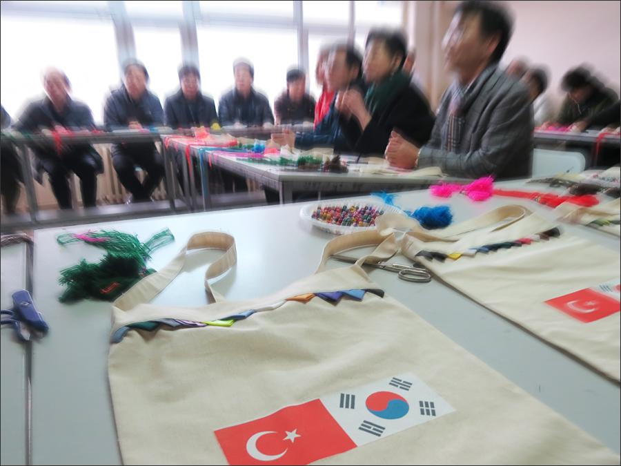 터키 전통 가방 제작 체험. 세심한 준비가 인상깊었다.
